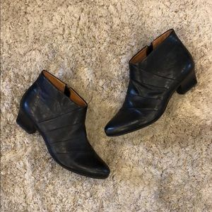 Sofft Rachael Black Leather Ankle Booties
